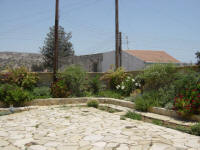 Yasmini villa in Tochni in Cyprus - Part of the Agrotourism project - a carefully restored self catering villa for your holiday rentals in Cyprus - The garden